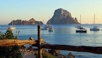 Hyrbil i Ibiza