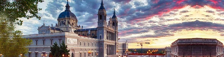 Catedral de la Almudena, Madrid de los Austrias, Centauro Rent a Car