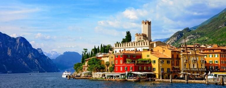 Trajeto de carro pelos Lagos do norte de Itália